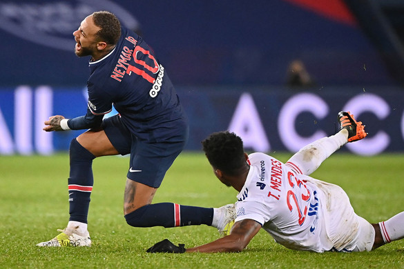 Neymar megúszta törés nélkül