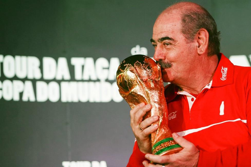 A világbajnoki trófeával 2014-ben, a brazíliai rendezésű vb előtt