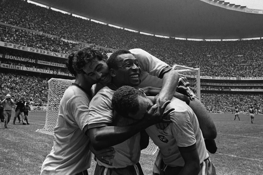 Ünneplés Peléékkel az olaszok elleni győztes vb-döntőn