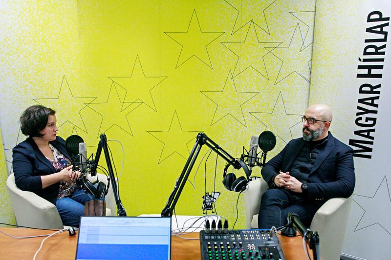 Lapunk főmunkatársa, Őry Mariann és Kovács Zoltán nemzetközi kommunikációért és kapcsolatokért felelős államtitkár a Faktum adásának felvételén