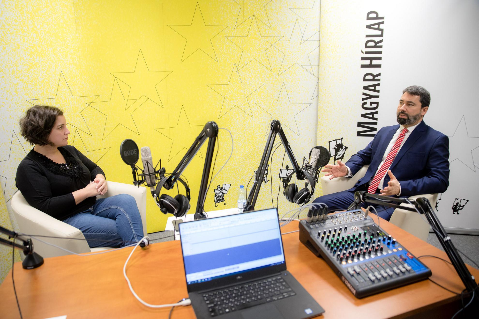 Lapunk főmunkatársa, Őry Mariann és Hidvéghi Balázs a Magyar Hírlap Faktum című podcastjának felvételén