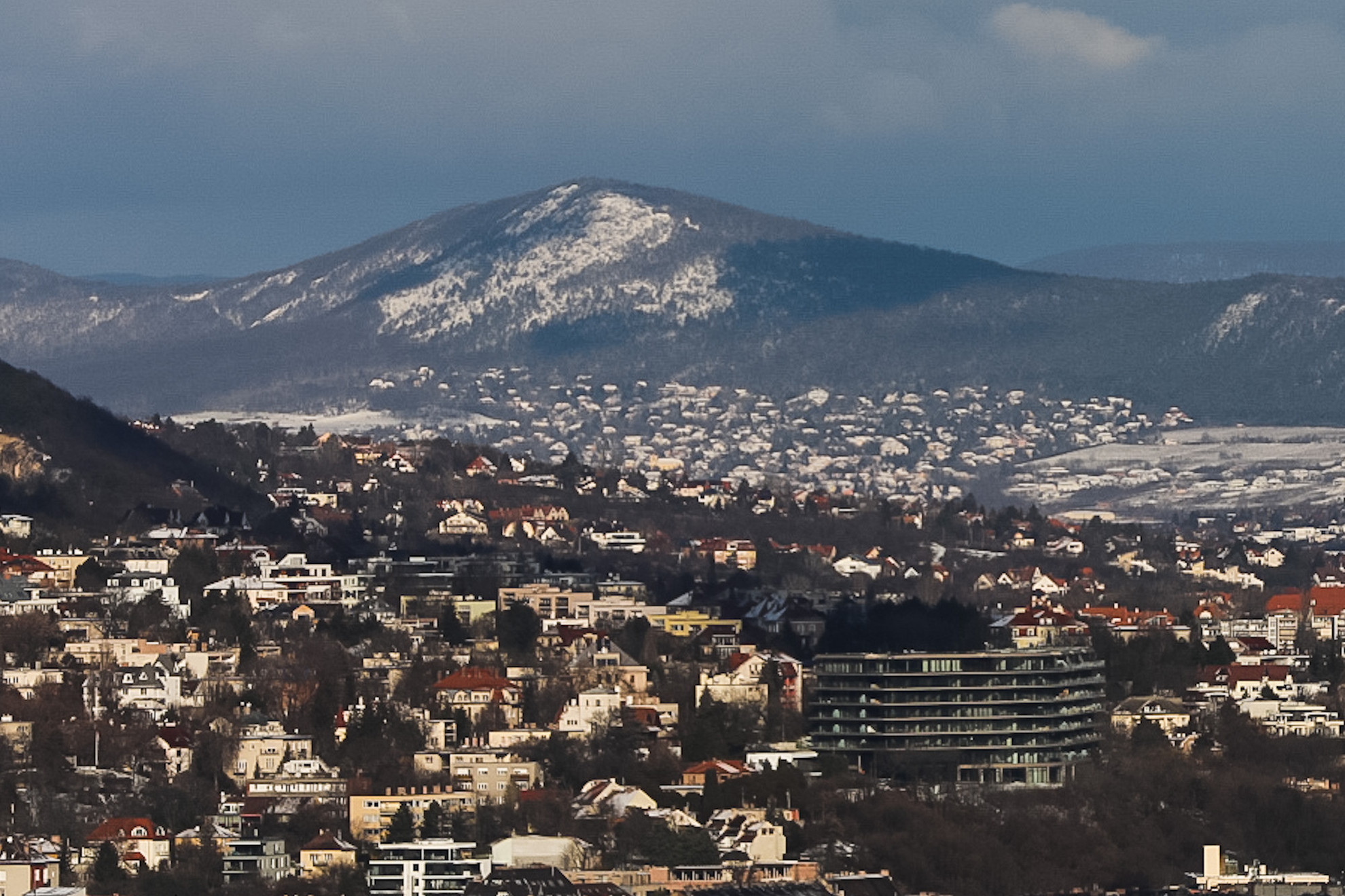 Reggelre teljesen ellepte a hó Budapestet