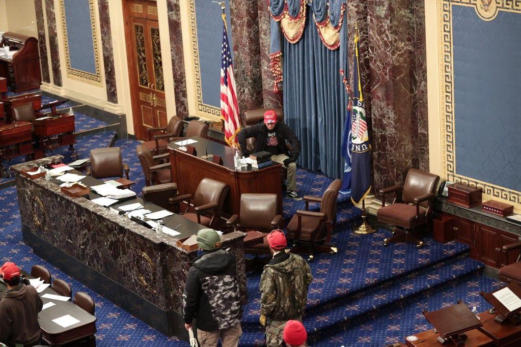 Trump hívei behatoltak a Capitoliumba