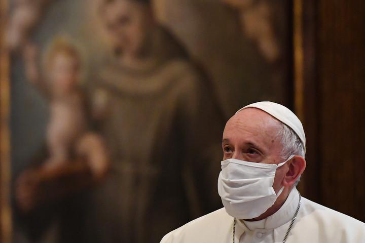 Ferenc pápát is beoltották