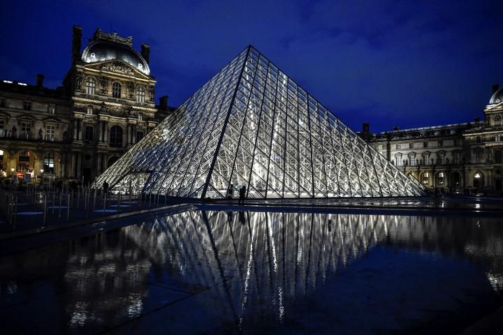 Állami támogatásra szorul a párizsi Louvre