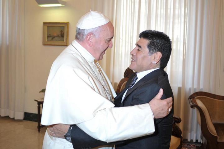 Ferenc pápa: Maradona nagyszerű bajnok volt, de egyben törékeny ember is