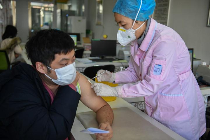 Alig haladja meg az ötven százalékot a kínai Sinovac Biotech gyártó vakcinájának hatékonysága