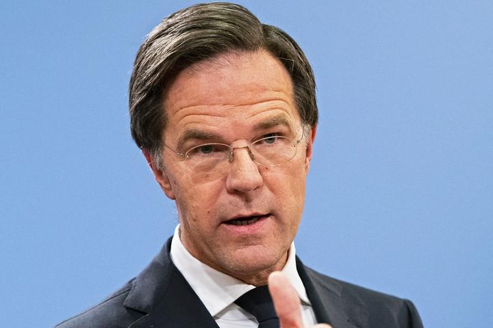 A holland kormányfő beismerte közvetlen felelősségét a családtámogatási botrányban