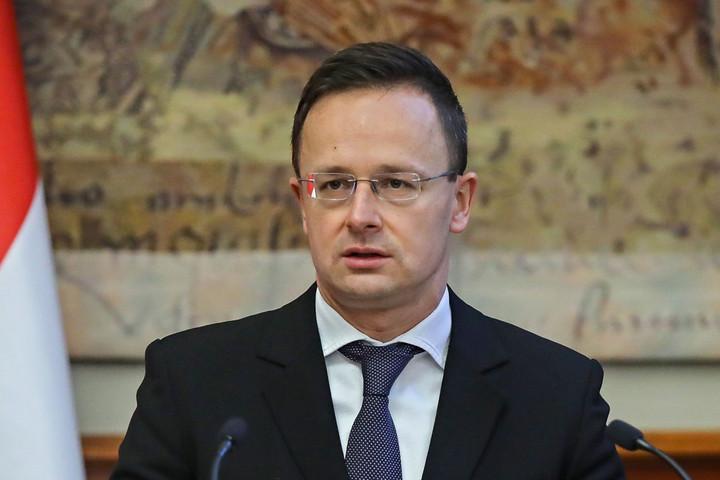 Szijjártó: 3,3 milliárd forintból fejleszti központjait Magyarországon a GE