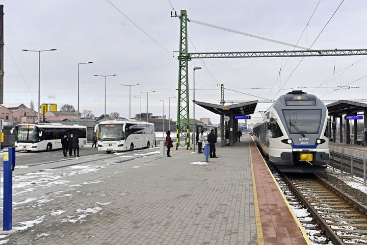 Közvetlen autóbuszos és vasúti átszállás Dorogon