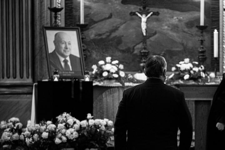 Nem történt szabálysértés Kriza Ákos temetésén