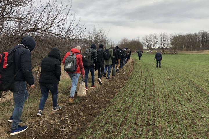 Közel háromszáz határsértő ellen intézkedtek a hétvégén
