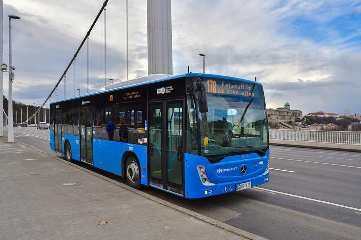 Forgalomba álltak Budapesten a kormányzati támogatásból vásárolt buszok