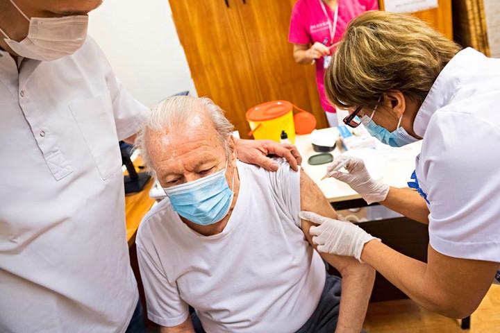 Müller Cecília: Növeljük az oltás intenzitását az idősotthonokban