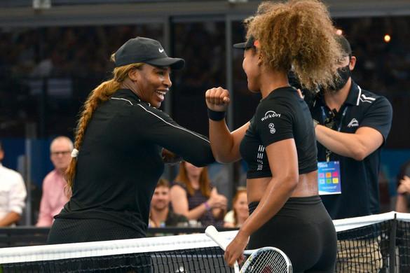 Nézők előtt, bemutatómérkőzésekkel kezdődött a teniszidény