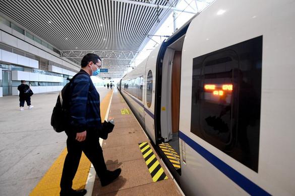 Újabb várost zártak le Kínában a vírus miatt