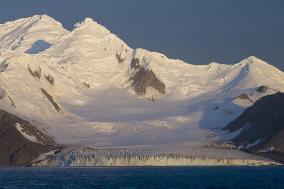Erős földrengés volt az Antarktiszhoz tartozó Déli-Shetland-szigeteknél