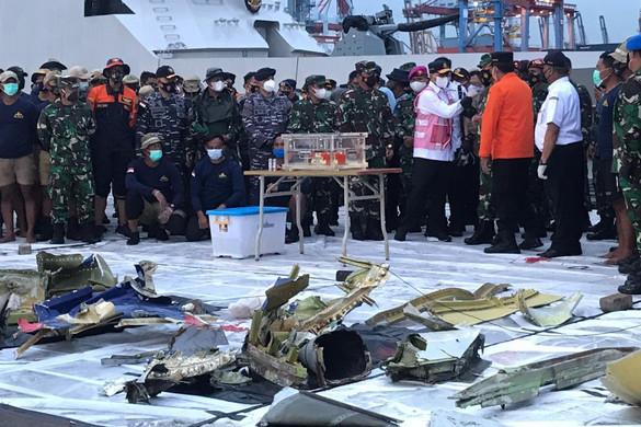 Megtalálták a lezuhant indonéz repülő egyik feketedobozát
