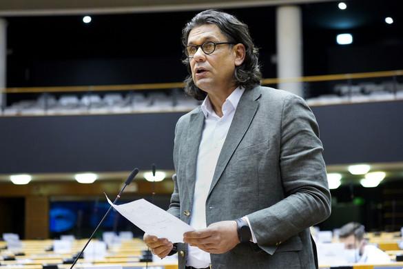 Deutsch: Ismét lódít a baloldal