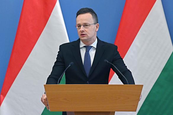 Szijjártó: Ha a károgókra hallgatunk, a járvány ledöntötte volna a lábáról a magyar gazdaságot