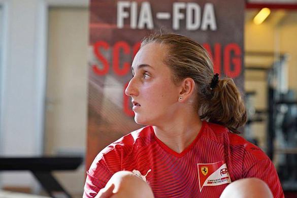 Bemutatták a Ferrari legelső női pilótáját