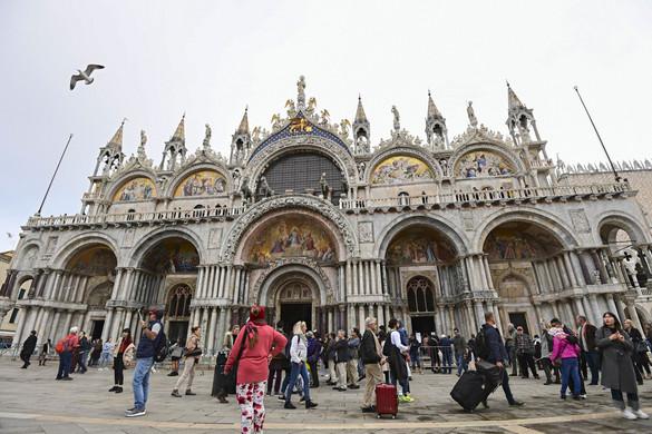 Velencében a mobiltelefonok segítségével minden lépését követik majd a turistáknak