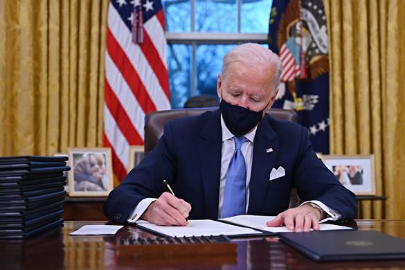 Biden felfüggesztette az elődje alatt kötött külföldi fegyvereladási megállapodásokat