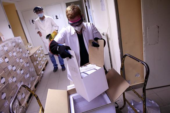 Megérkezett a vakcinaszállítmány a Dél-pesti Centrumkórházba