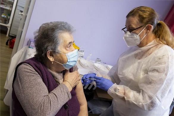 Már közel 1,8 millióan regisztráltak a koronavírus elleni oltásra