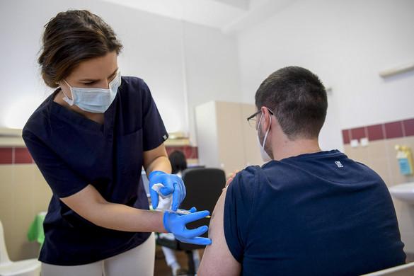 Országos tisztifőorvos: Lassan lezárul az egészségügyi dolgozók kampányszerű oltása