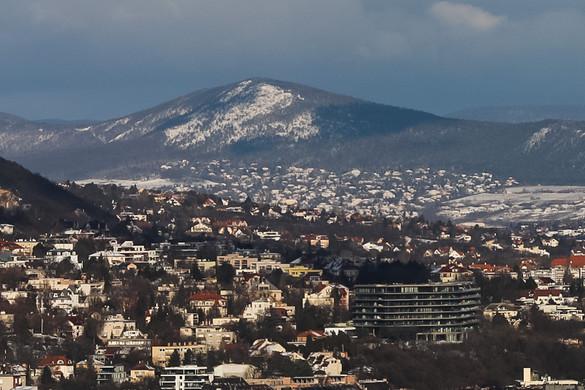 Havazás lassítja a közlekedést a fővárosban