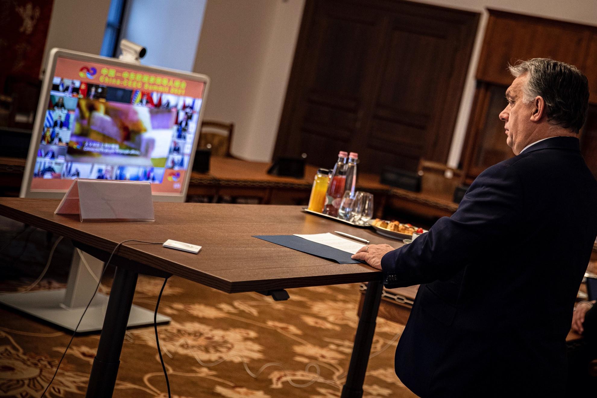 Orbán Viktor miniszterelnök részt vesz a Kína és a kelet-közép-európai országok közti, videókonferencián tartott egyeztetésen a Karmelita kolostorban 2021. február 9-én