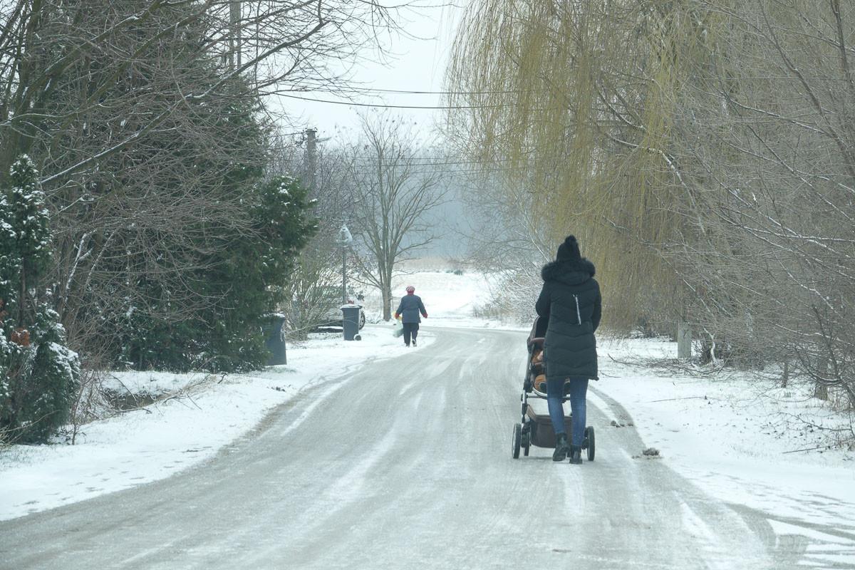 A meteorológiai előrejelzések szerint továbbra is havazásra, ónos esőre, helyenként hófúvásra, erős szélre kell készülni