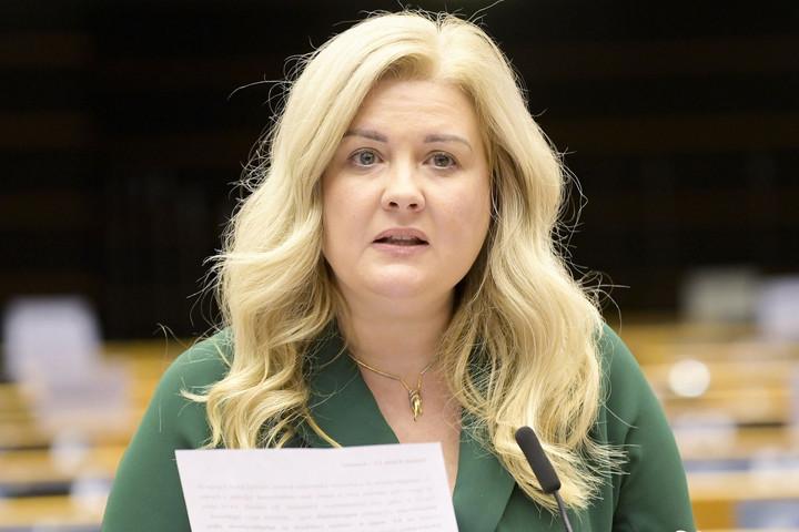 Tóth Edina: Újra kell indítani a gazdaságot