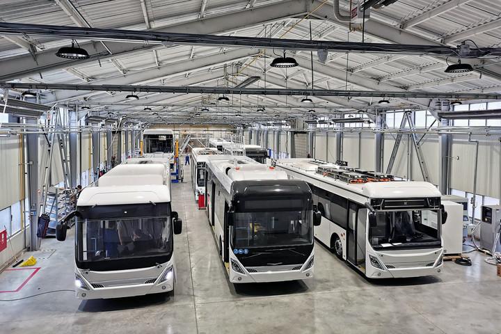 Készülnek az új buszok az Ikarus Ipari Parkban