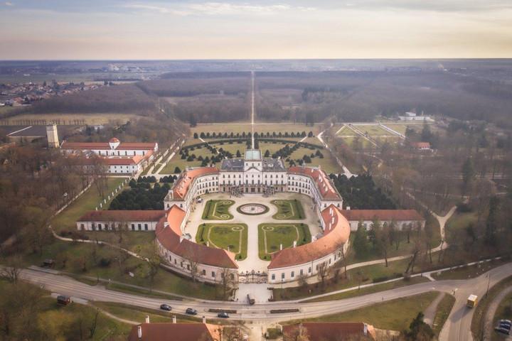 Mintegy 4,3 milliárd forintból fejlesztik a fertődi Esterházy-kastélyt