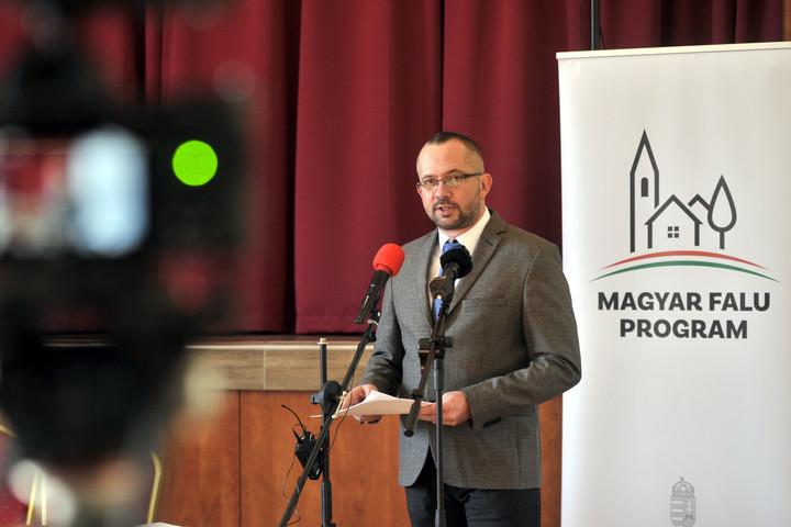 Elérhetők hétfőtől a Magyar falu program első pályázati kiírásai