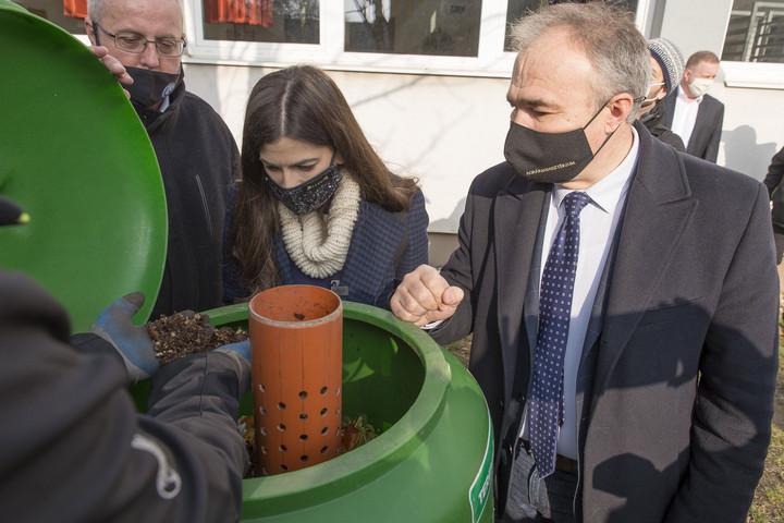 Országos program lehet az iskolai komposztálók felállítása