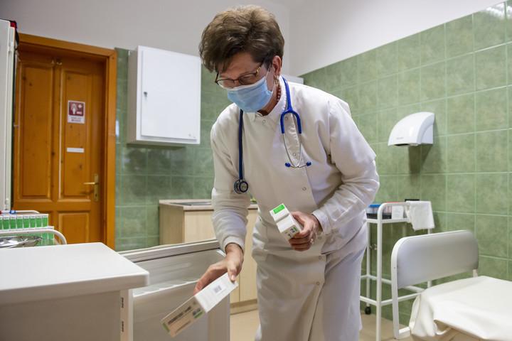 A háziorvosoknak is nagy a szerepe a kiemelkedő magyar oltási adatokban