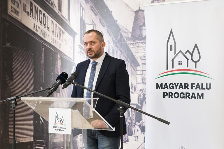 A kisboltok támogatásával bővül a Magyar falu program