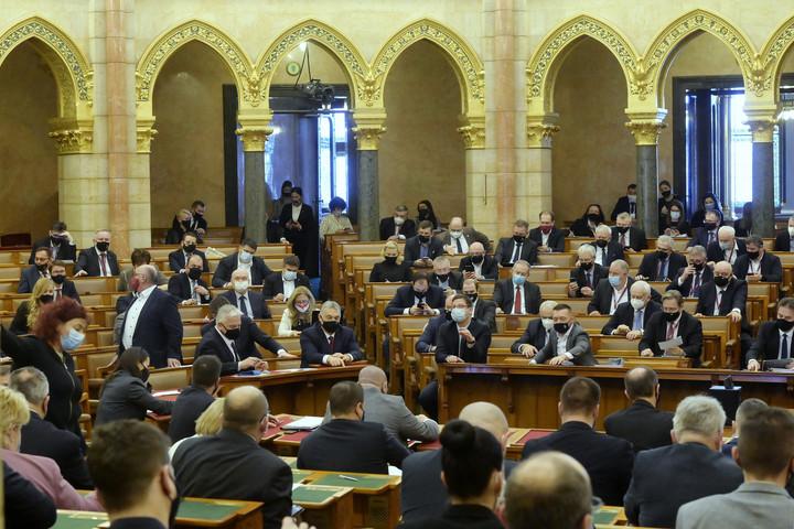 Fidesz: Ha a baloldal kormányozna most, csődbe vinnék az országot