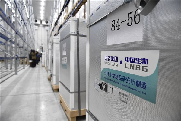 Újabb százezer kínai oltóanyag érkezett
