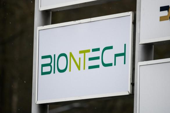 A BioNTech új, jóval enyhébb hűtést igénylő vakcinájának engedélyeztetését készíti elő