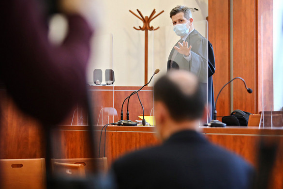 Tagadta bűnösségét a Fenyő-gyilkosság kapcsán hivatali visszaéléssel vádolt Ihász Sándor