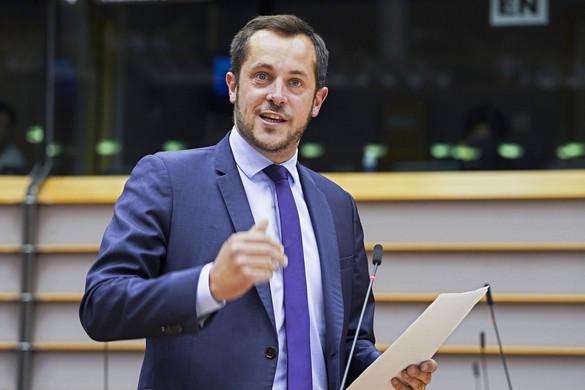Nicolas Bay szerint káosz uralja Franciaországot