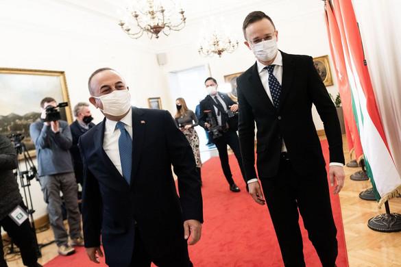 Szijjártó: Erősíteni kell a magyar-török együttműködést