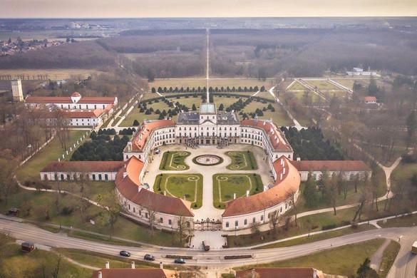 Történelmi léptékben újul meg a fertődi Esterházy-kastély
