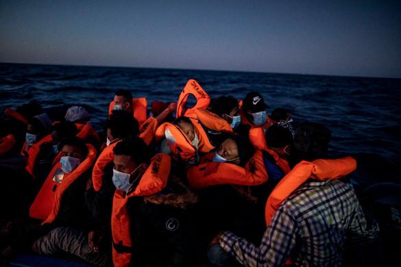 Mintegy negyven migránst vett fel az Open Arms civil hajó Málta partjainál