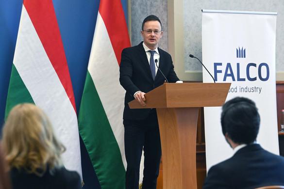 Szijjártó: Magyarország tömegével védte meg a munkahelyeket