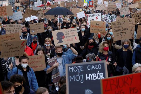 Lengyelországban büntetőeljárás indult a feminista tiltakozásokat szervező aktivista ellen